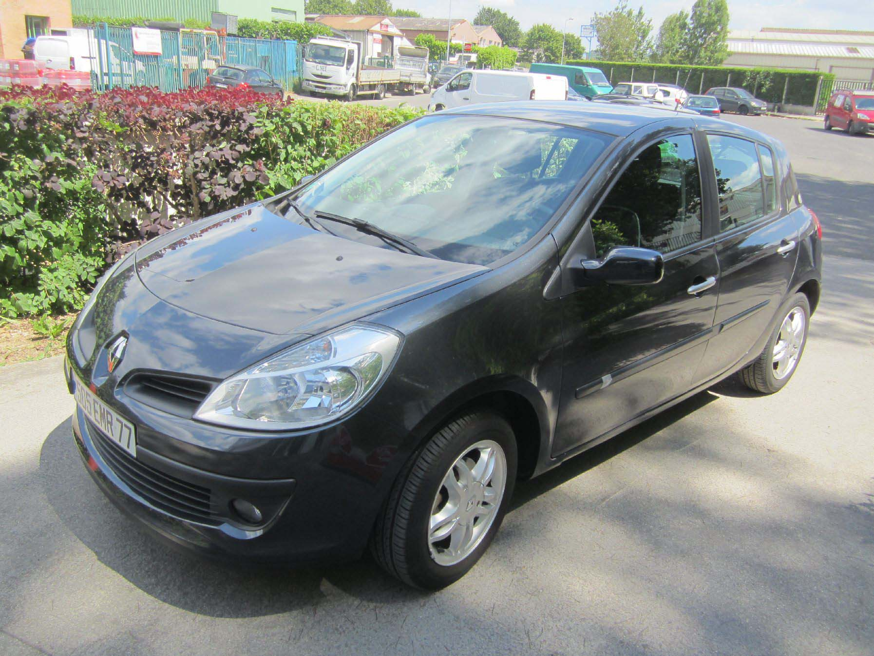 Voiture occasion renault clio labellis e vendre bussy for Garage auto bussy saint georges